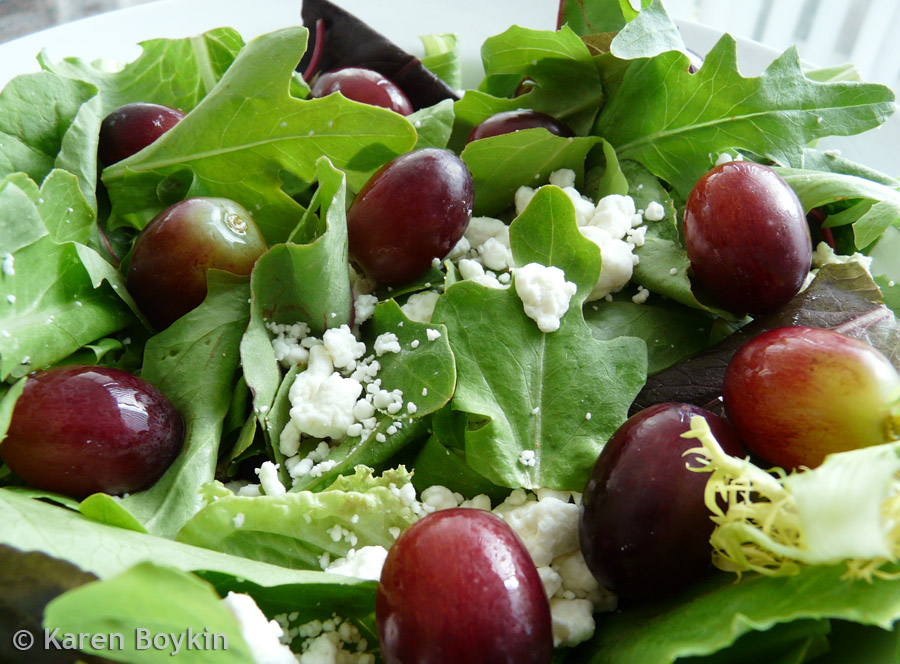 Grapes goat cheese salad